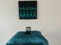 Minä ja vihreät tuolit, installaatio 2003-2020, Sarjasta: Painostus 2