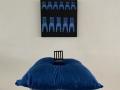 Minä ja siniset tuolit, installaatio 2003-2020, Sarjasta: Painostus 2